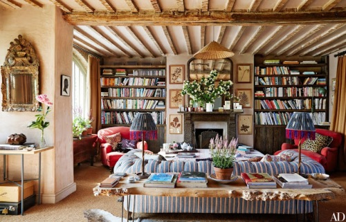 Source: Architectural Digest (home of Amanda Brooks)